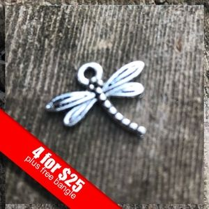 ❤️4 for $25❤️ Silver Dragon Fly Charm NWOT